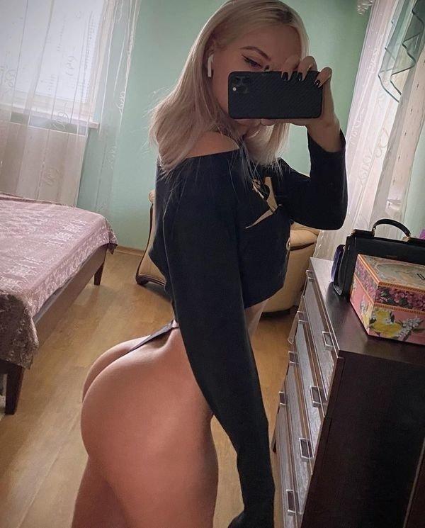 Girls In Thongs (83 pics)
