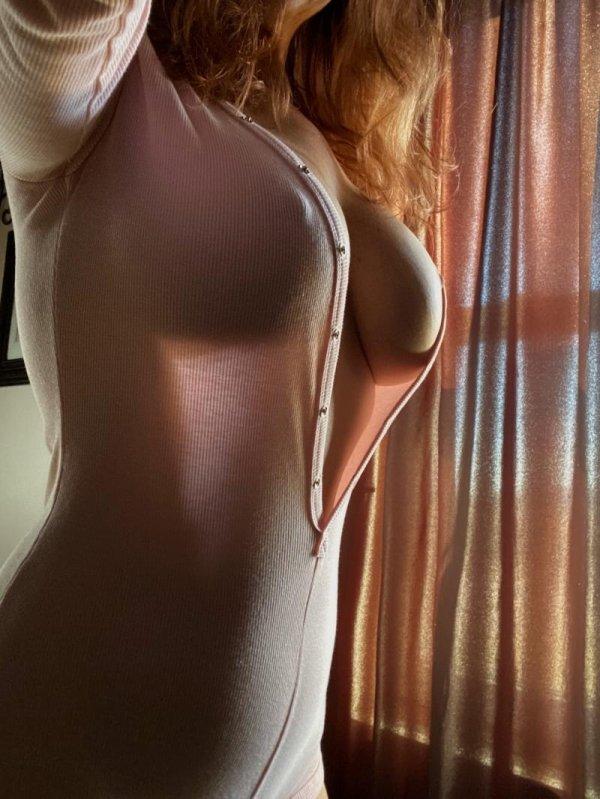Busty Girls (56 pics)
