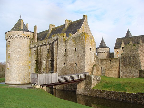 Beautiful Castles To Dream About Visiting This Summer (20 pics)