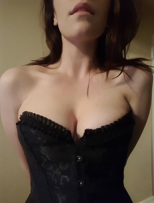 Girls In Corsets (37 pics)