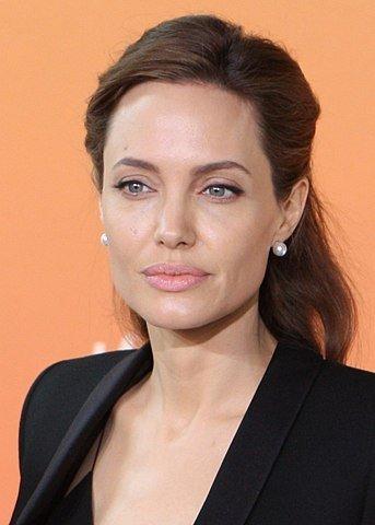Celebrities Whose Donations Help Us To Fight Coronavirus Pandemic (27 pics)
