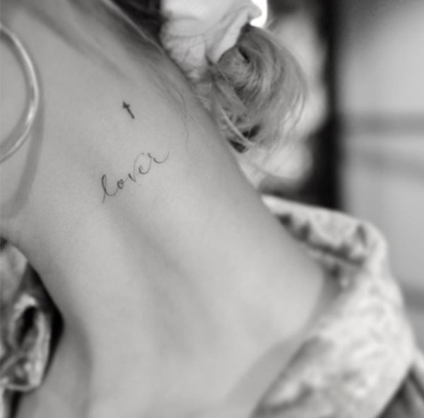 Celebrities Showing Off Their Tattoos (24 pics)
