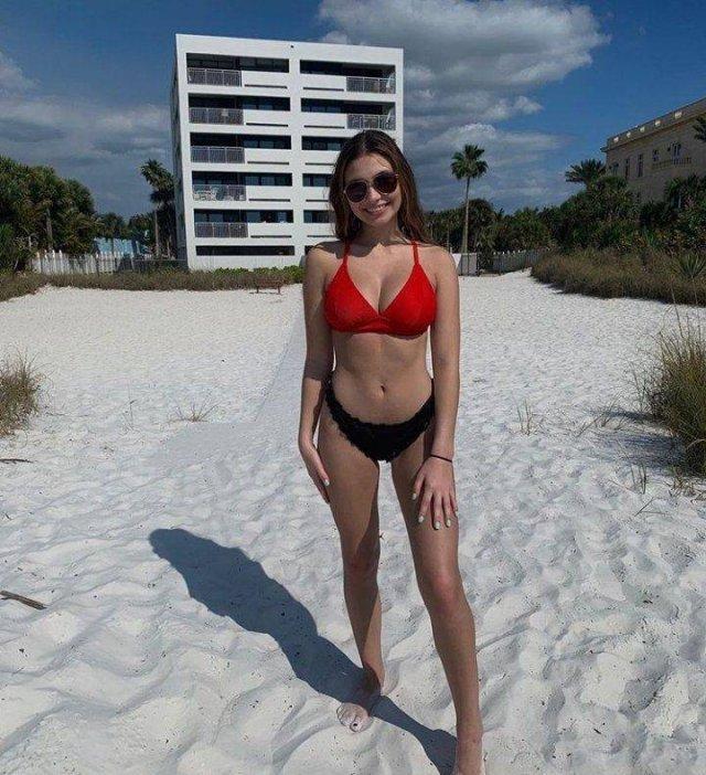 Bikini Girls (57 pics)