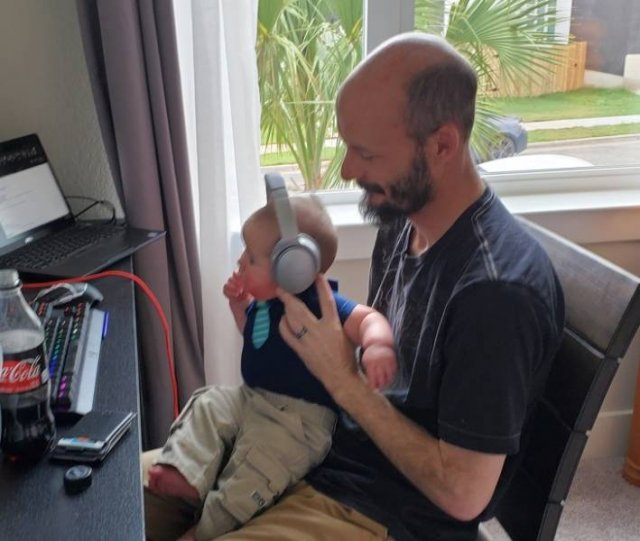Working From Home Having Small Children Around (15 pics)