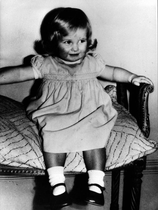 Childhood Photos Of Princess Diana (15 pics)