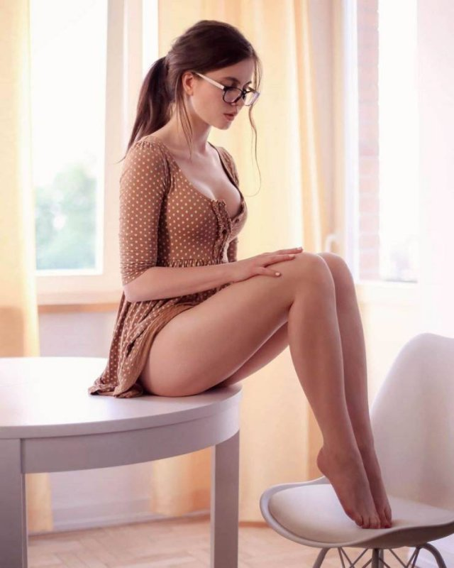 Girls In Glasses (53 pics)