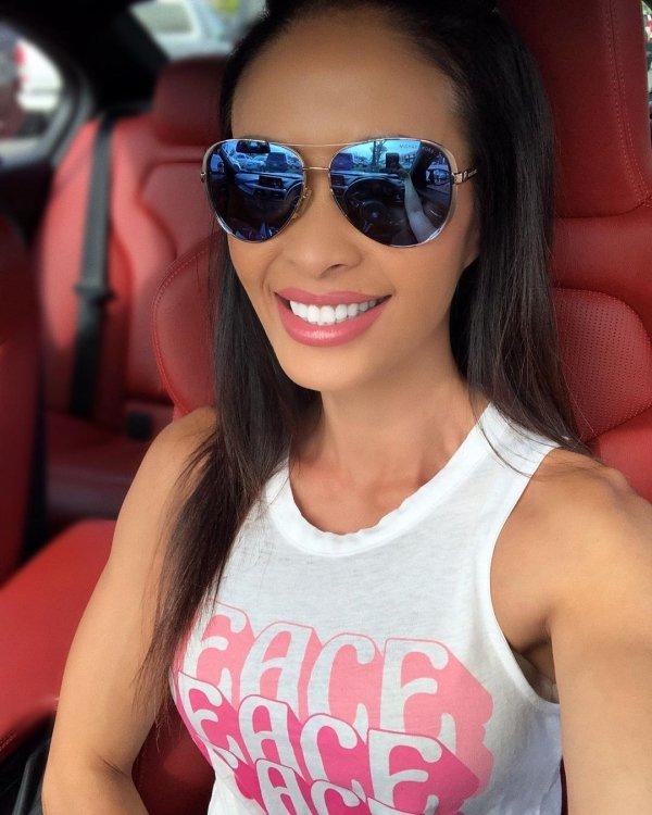 Hot Car Selfies (40 pics)