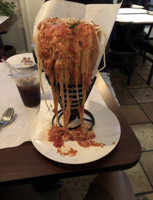Weird Restaurant Service (18 pics)