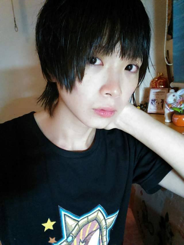 This Chinese Cosplayer 'Crome' Has A Secret (7 pics)