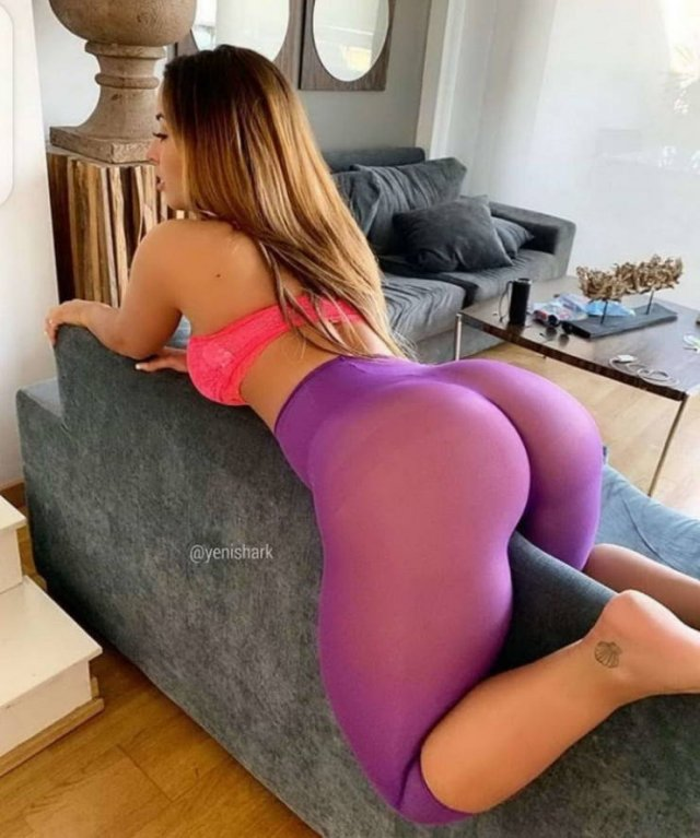 Girls In Yoga Pants (52 pics)