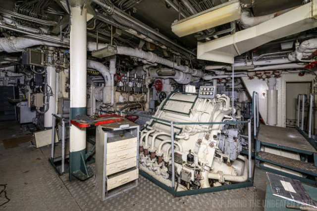 Inside The Decommissioned Warships (28 pics)
