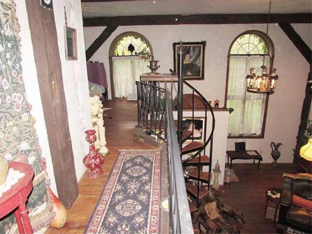Unusual House Interior (24 pics)