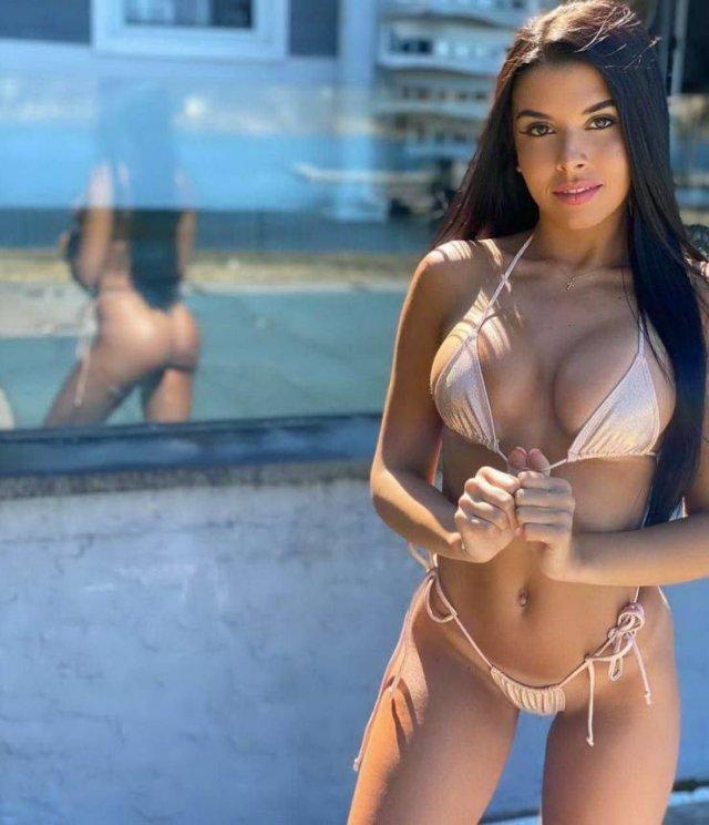 Bikini Girls (53 pics)