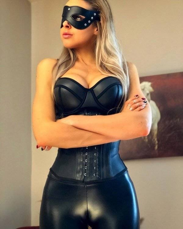 Girls In Latex And Leather (54 pics)