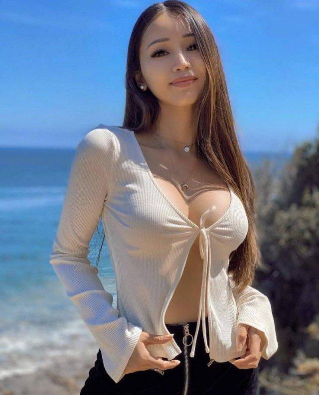 Asian Beauties (51 pics)