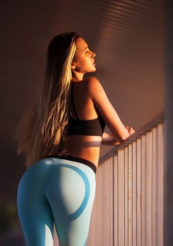 Girls In Yoga Pants (65 pics)