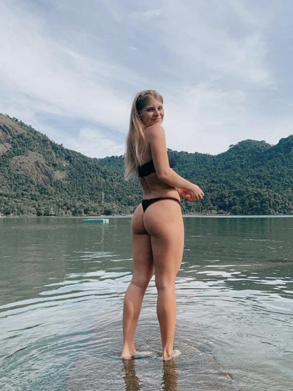 Rear View (34 pics)