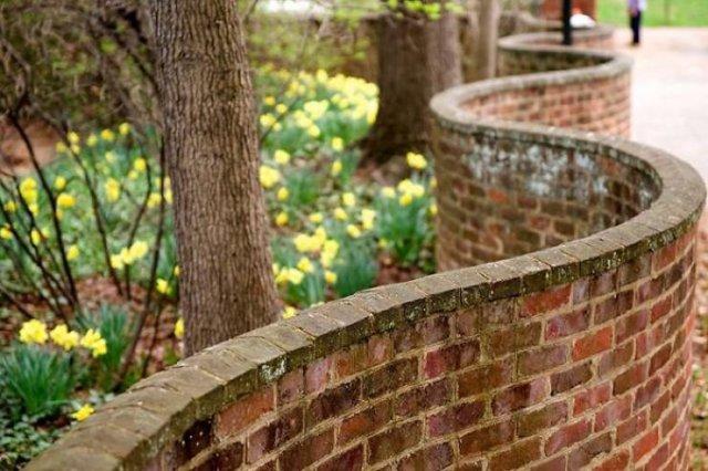 UK Wavy Brick Walls (16 pics)