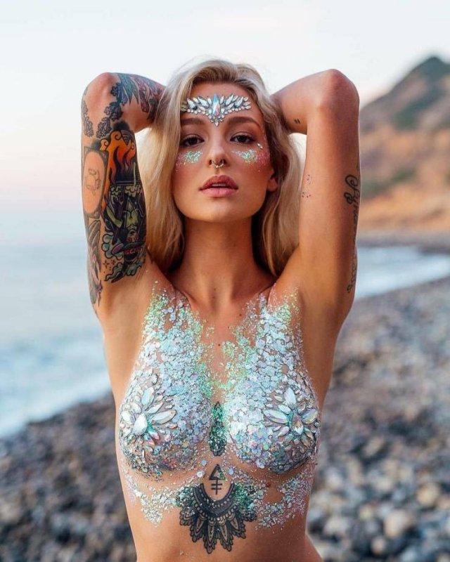 Tattooed Girls (49 pics)