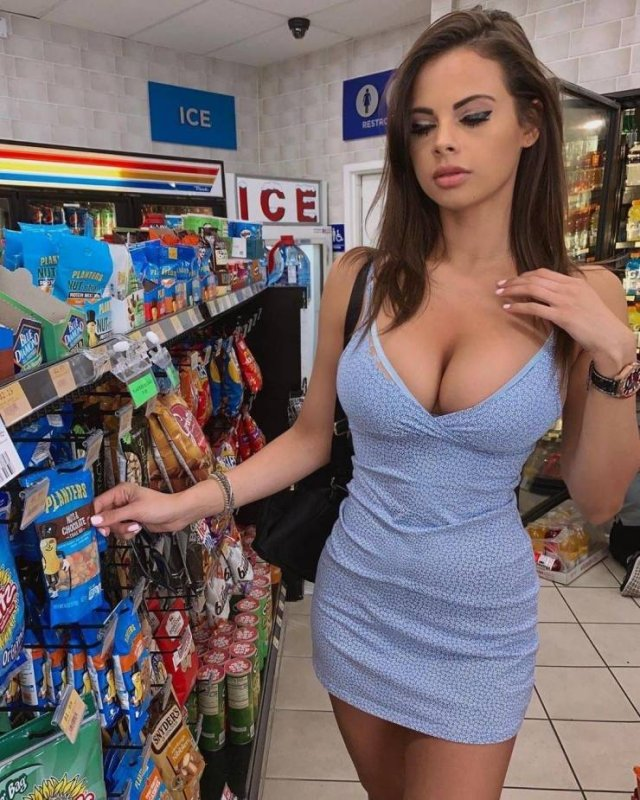 Girls In Tight Dresses (50 pics)