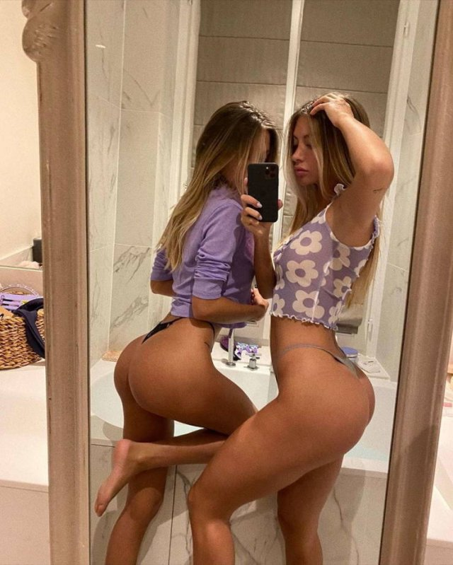 25-Year-Old Twins (19 pics)