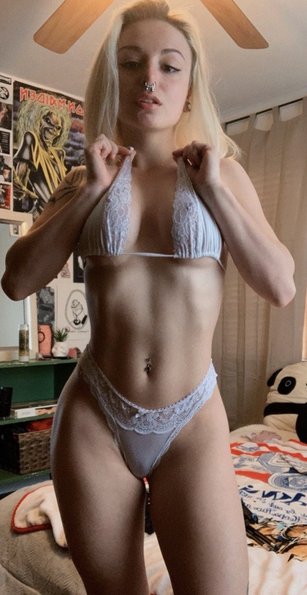 Hot Girls (34 pics)