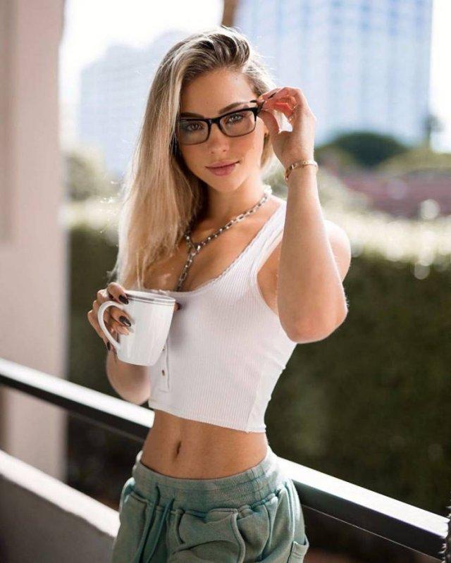 Girls In Glasses (52 pics)