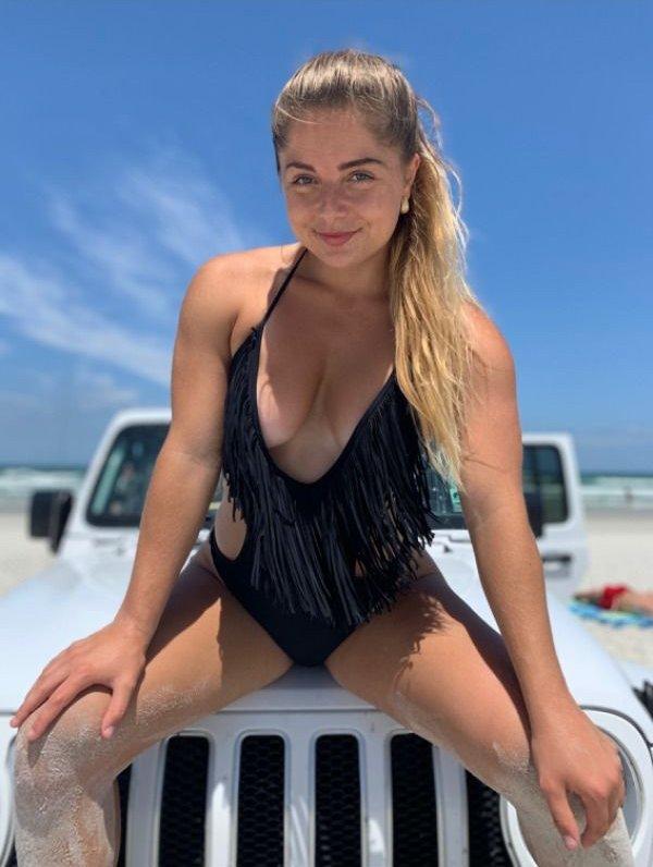 Girls And Trucks (47 pics)