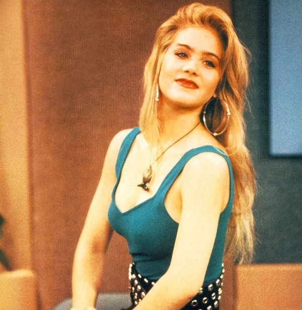 Hot Actresses From '80s And '90s (22 pics)