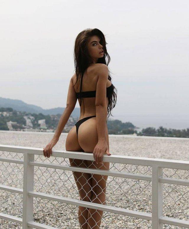 Rear View (54 pics)