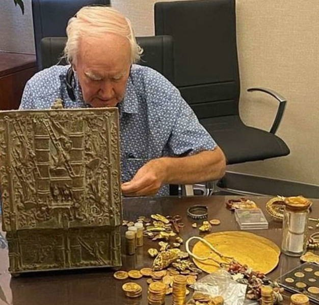 $1 Million Dollar Treasure Found After A 10-Year Hunt (10 pics)
