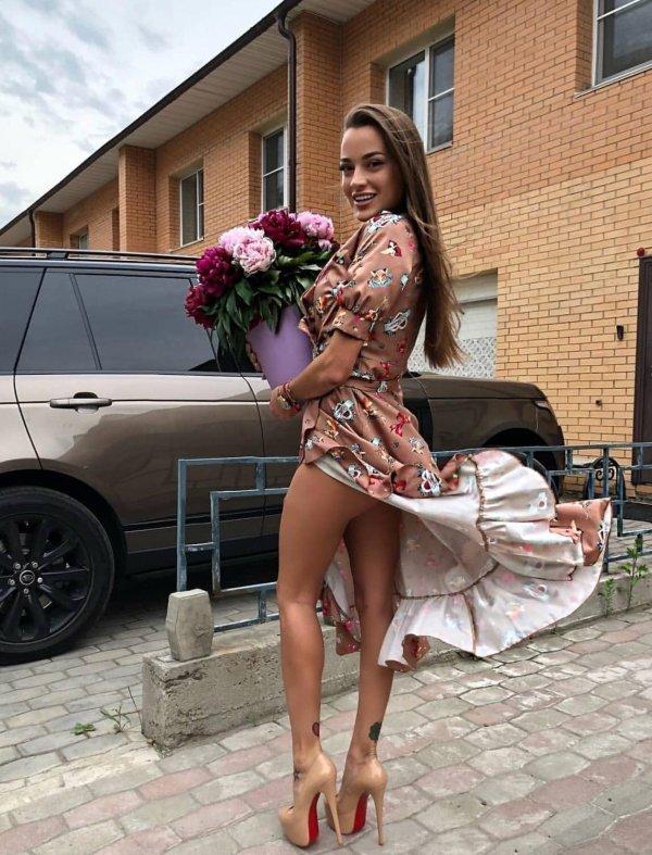 Girls In Sundresses (55 pics)