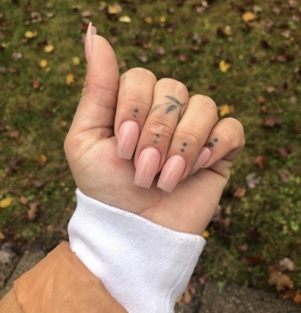 Finger Tattoos (29 pics)