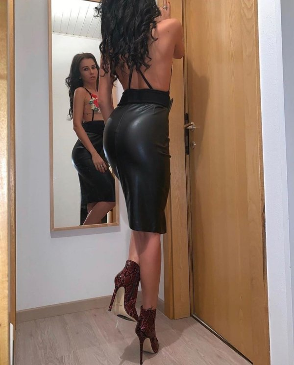 Girls In Latex And Leather (43 pics)