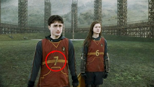 Hidden Details In Famous Movies (14 pics)