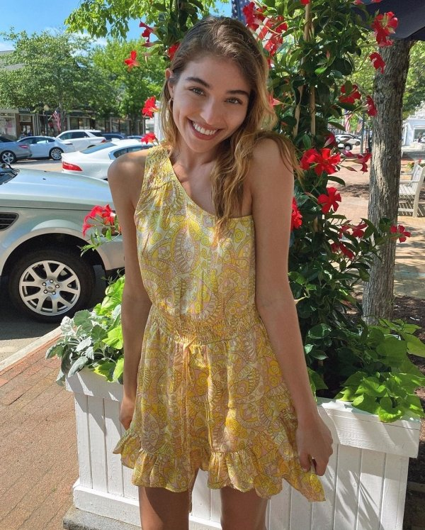 Girls In Sundresses (37 pics)