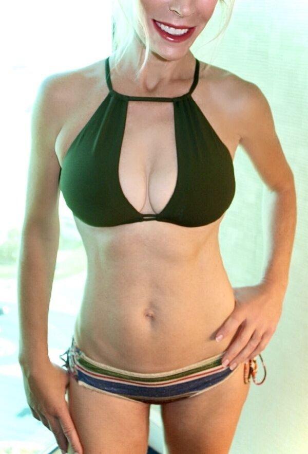 Bikini Girls (96 pics)