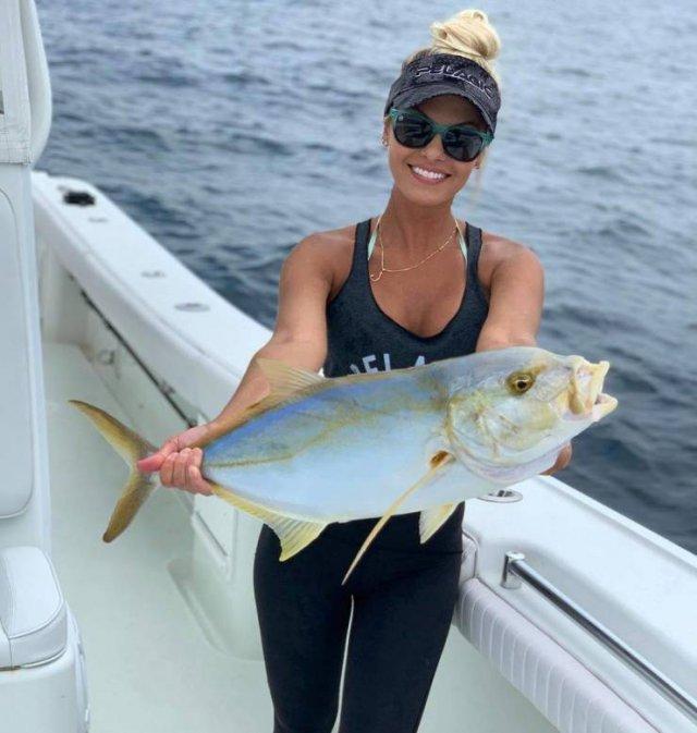 Fishing Queen: Michelle Dalton (25 pics)
