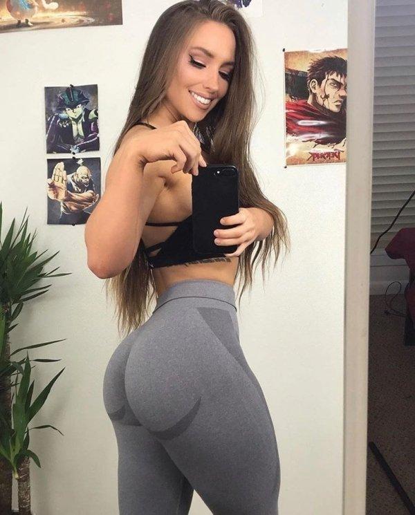 Girls In Yoga Pants (61 pics)