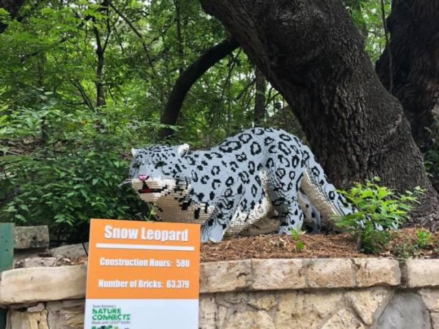 The San Antonio Zoo Replaced Real Animals With LEGO Copies (27 pics)