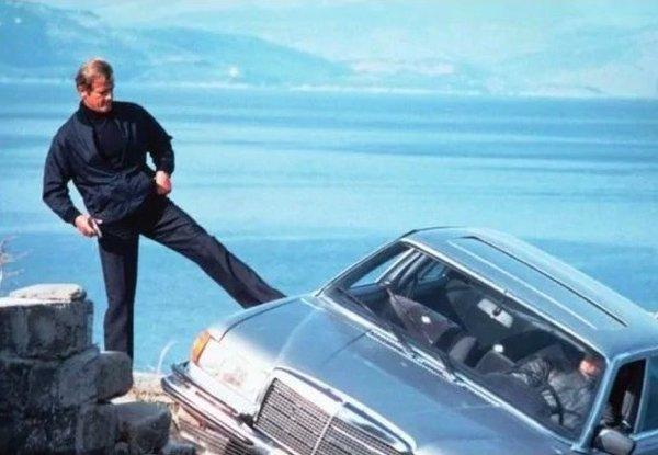 Top James Bond Action Scenes (15 pics)