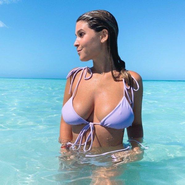 Bikini Girls (33 pics)