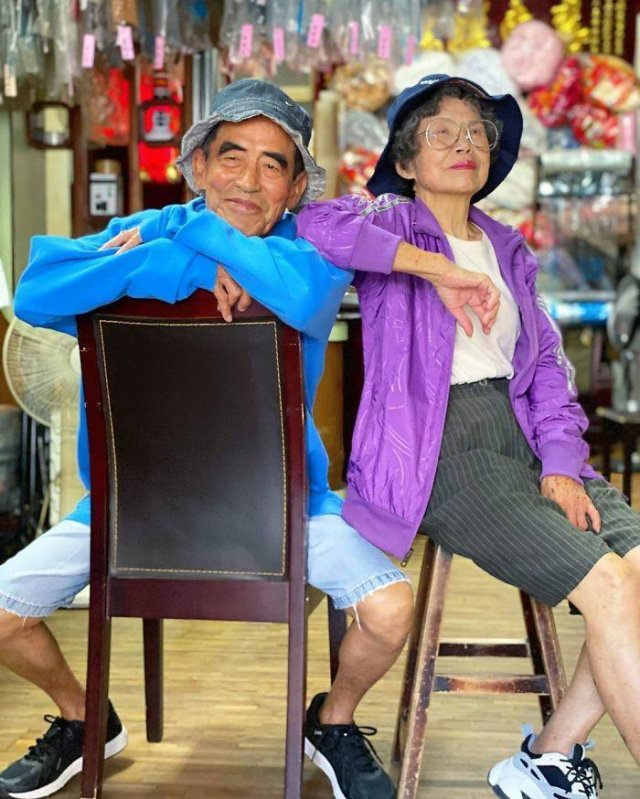 Taiwanese Couple Poses In Forgotten Clients Clothes From Laundry (25 pics)