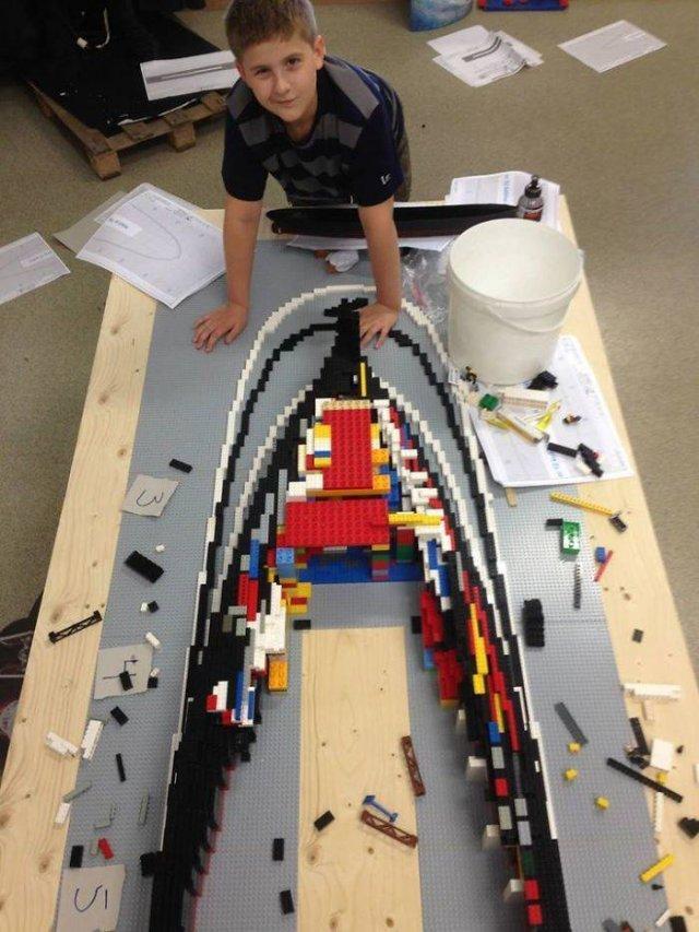 The World's Largest Titanic LEGO Model Built From 56 Thousand Bricks (25 pics)