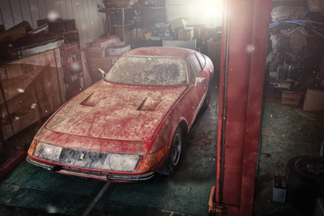 Ferrari Was Found In Abandoned Garage (8 pics)