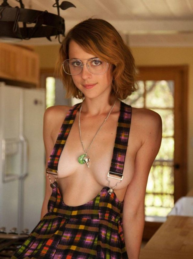 Girls In Glasses (51 pics)