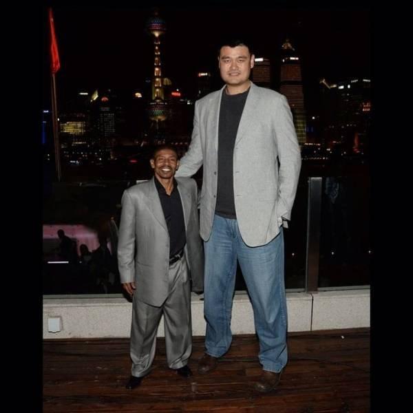 Giant People (24 pics)