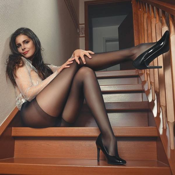 Girls With Long Legs (53 pics)