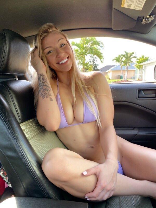 Hot Car Selfies (37 pics)