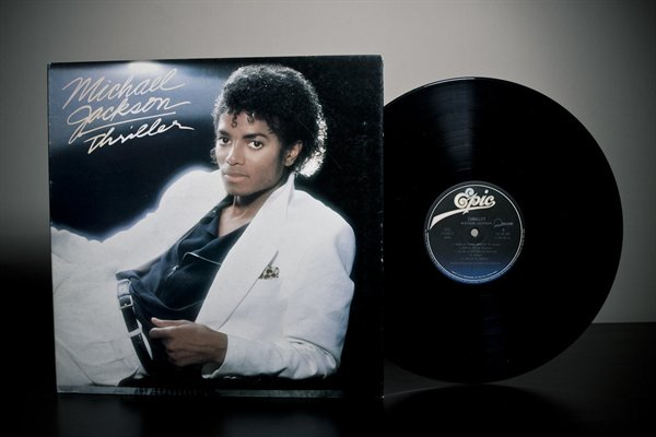 The Stories Behind Famous Album Covers (14 pics)